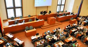 Ratsversammlung im Sitzungssaal des Stadtrates