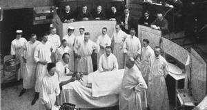 Szene aus dem Hörsaal der medizinischen Fakultät der Universität Leipzig um 1900.