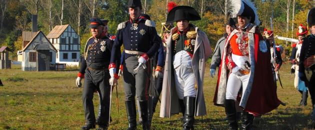 Bild von historisch Uniformierten in gut anzuschauenden Kostümen aus der Zeit der Völkerschlacht.