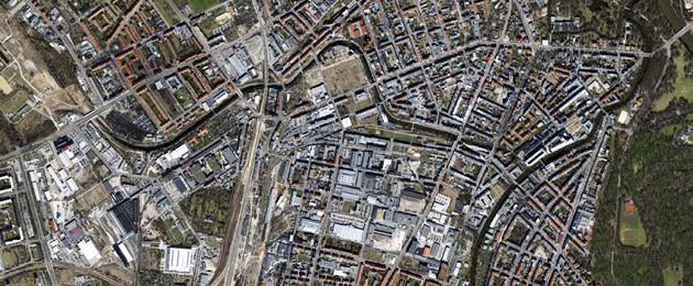 Das Fördergebiet Leipziger Westen mit vielen Straßen und Gebäuden aus der Vogelperspektive mit dem Karl-Heine-Kanal