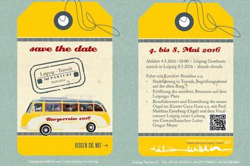 Bild wird vergrößert: Flyer in der Optik eines gelben Kofferanhängers mit einem Bus und Informationen zuur Reise