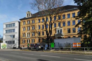 Bild wird vergrößert: Blick auf künftiges Gymnasium an der Gorkistraße mit neuem Anbau