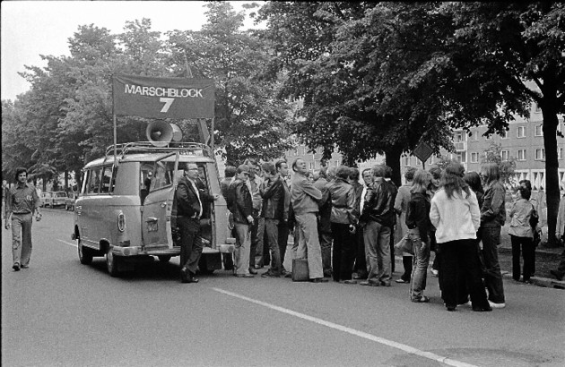 Foto einer verordneten Demonstration, Anfang der 1980er Jahre.
