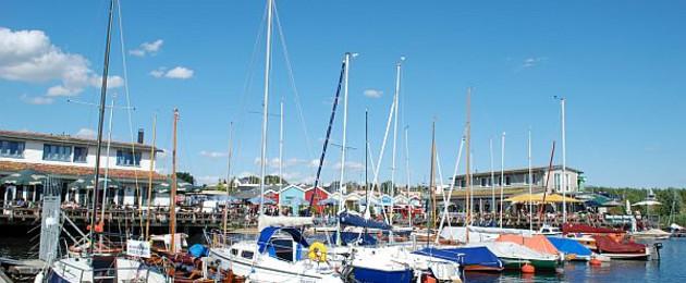Boote im Hafen des Cospudener Sees