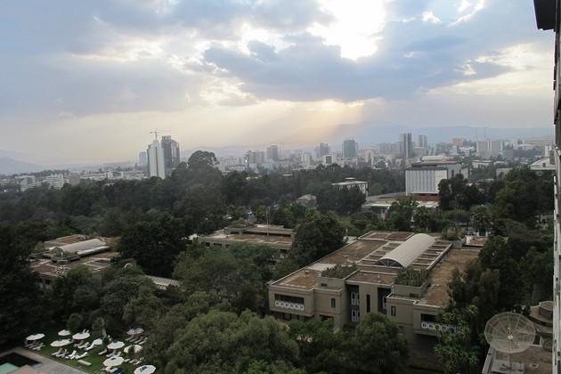 Skyline von Addis Abeba mit Bewölkung