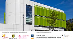 Themenbild zur Passivhaustagung 2015 in Leipzig mit den Logos der Veranstalter und einer Außenansicht eines Passivhauses
