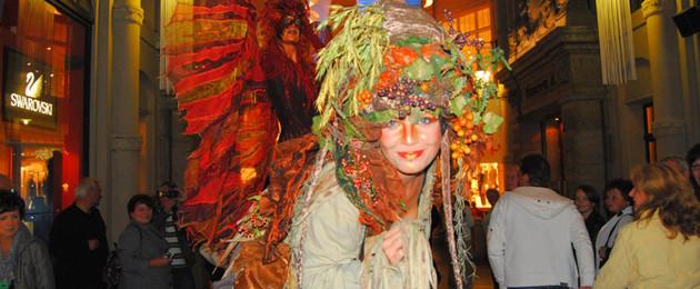 Eine als Elfe verkleidete Frau beim Leipziger Passagenfest
