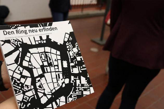 """Broschüre mit einem schwarz-weißen Stadtplanausschnitt auf dem Titel und der Überschrift """"den Ring neu erfinden"""""""