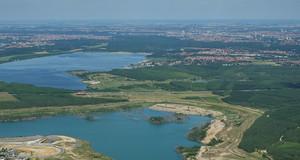 Blick aus der Luft auf den Zwenkauer See