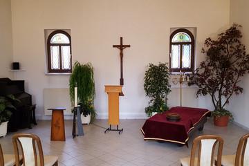 Bild wird vergrößert: Innenansicht der Trauerhalle auf dem Friedhof Möckern