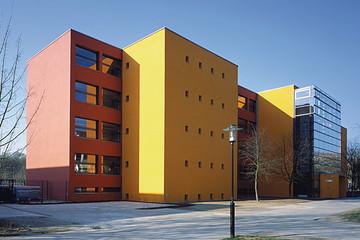 Bild wird vergrößert: Gebäudeansicht Montessori Schulzentrum