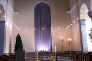 Bild wird vergrößert: Innenansicht der Trauerhalle West auf dem Südfriedhof