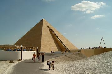 Bild wird vergrößert: Fun park Belantis with a pyramid