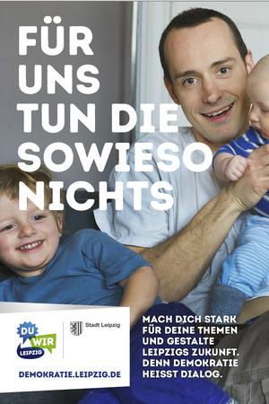 Ein Poster zur Auftaktkampagne zum Jahr der Demokratie: Für uns tun die sowieso nichts