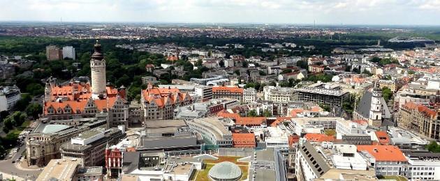 Blick von Unihochhaus auf Innenstadt und Neues Rathaus