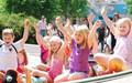 Kinder auf einem Spielplatz