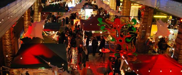 Blick auf Weihnachtsmarkt von oben
