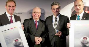 Verleihung des Nachhaltigkeitspreis an die Stadt Leipzig 2012 (links OBM Jung)