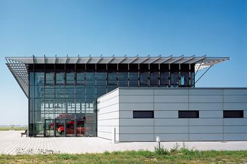 Bild wird vergrößert: Gebäudeansicht Flughafen Leipzig-Halle Feuerwache Nord
