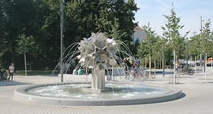 Pusteblumen-Springbrunnen am Richard-Wagner-Platz
