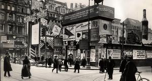 Reklameschilder auf dem Leipziger Markt im Jahr 1921