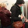 Viele Gäste probieren die neuen Rueckgabeautomaten aus