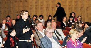 Diskutantin bei der 1. Internationalen Demokratiekonferenz in Leipzig 2009