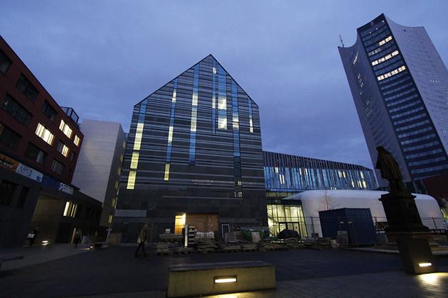 Die Uni Leipzig im Licht der Abenddämmerung
