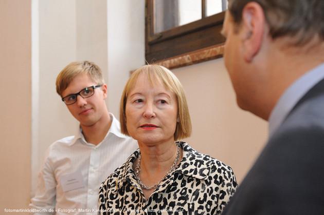 Georg Heyn (Stellv. Vorsitzender des Landesschuelerrates) und Ingrid Moessinger (Generaldirektorin der Kunstsammlung Chemnitz) auf der 3. Leipziger Bildungskonferenz