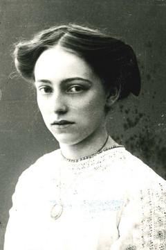 Bild wird vergrößert: Porträtfoto schwarz-weiß, Lene Voigt (um 1910)