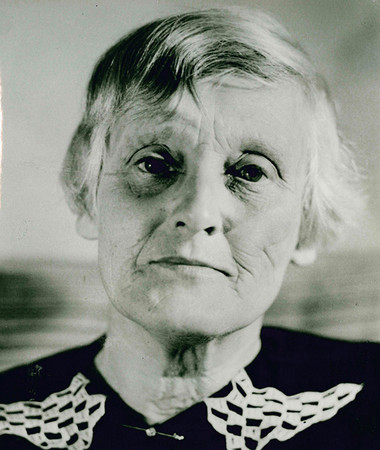 Foto von Edith Rothe die 1946 Direktorin der Stadtbibliothek wird