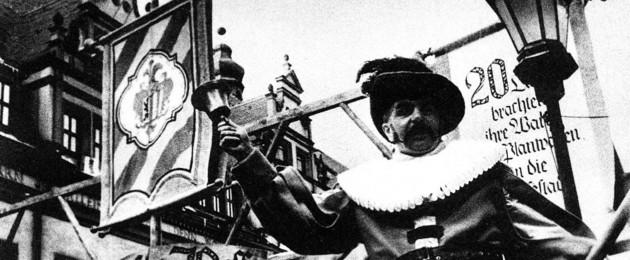 Historischer Markt zur 800 Jahrfeier Stadtrecht Leipzig 1965 mit einem Ausrufer