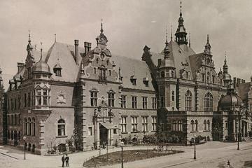 Bild wird vergrößert: Historische Fotoaufnahme des Deutschen Buchhändlerhauses aus dem Jahr 1892.