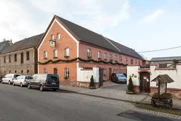 Bild wird vergrößert: Gebäude der Gaststätte Honigschänke