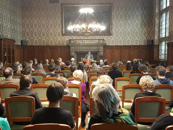 Gäste der Louise-Otto-Peters-Preisverleihung im Ratsplenarsaal