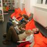 Eröffnung der Stadtbibliothek - Kinderbibliothek mit Sitzsäcken