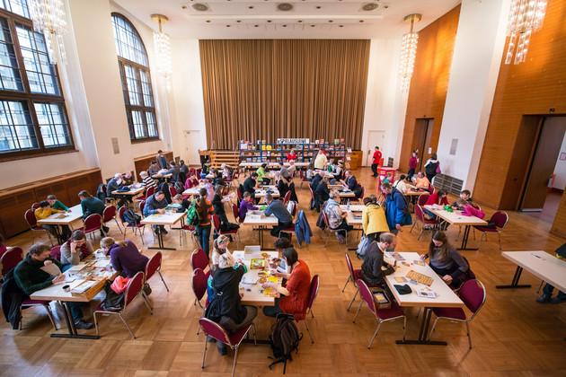 Spieleausleihe des Sächsischen Spielezentrums im Festsaal des Neuen Rathauses.