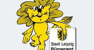 Abbildung eines stehenden, freundlich lächelnden Leipziger Löwen auf hellblauem Grund. Er hält ein Schild mit der Aufschrift: Stadt Leipzig, Bürgeramt.