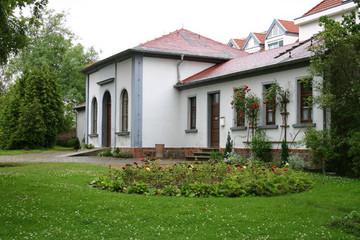 Bild wird vergrößert: Friedhof Möckern: Außenansicht Trauerhalle
