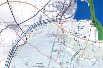 Bild wird vergrößert: Karte mit Darstellung des Zwenkauer Sees in Überlagerung mit den alten Wegebeziehungen zwischen Leipzig-Hartmannsdorf und Zwenkau