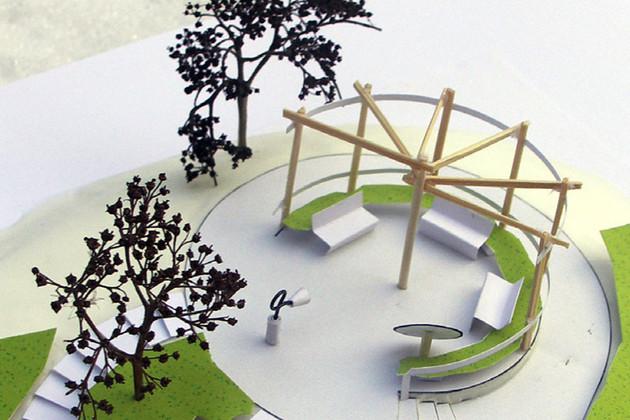 Modell des oberen Sitzbereichs auf dem Mehrgenerationenplatz, der auch per Rollstuhl gut zu erreichen ist. Über eine Telefonsäule ist der Sitzbereich mit dem unteren Spielbereich verbunden.