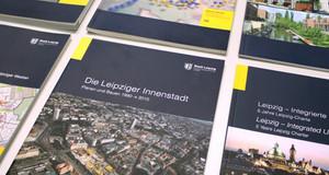 Schrägbild über Ausgaben der Blauen Reihe (Informationen zur Stadtentwicklung)