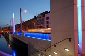 Bild wird vergrößert: Blick auf die beleuchtete Angermühlbrücke