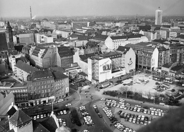 historische schwarz-weiß-Aufnahme des Burplatzes um 1975