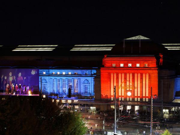 Licht- und Videoprojektionen auf der Fassade des Hauptbahnhofes