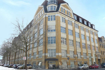 Bild wird vergrößert: Blick auf die Gründerzeitfassade des Eckhauses Schraderhaus.
