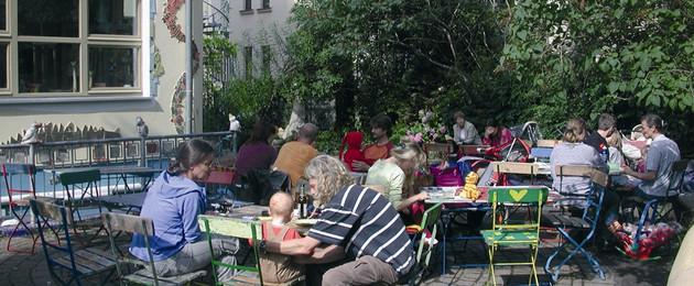 Familiencafé am Haus Steinstraße mit Besuchern