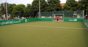 Kunstrasenminifeld mit Tor auf der Sportplatzanlange in Böhlitz-Ehrenberg