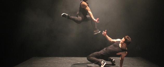 Zwei Tänzer in Bewegung