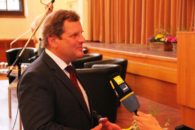 Bildungsbürgermeister Prof. Dr. Fabian im Interview mit dem Leipziger Stadtfernsehen.